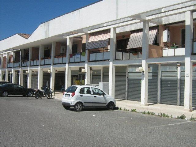 negozi in affitto Roma in san candito € 1.400 /mese EUR
