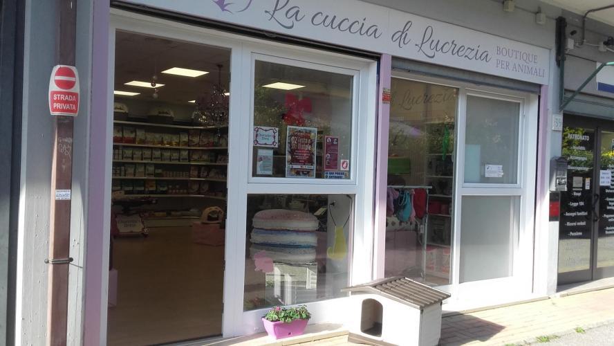 negozi in affitto Roma in via torcegno € 1.300 /mese EUR