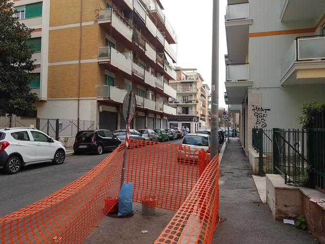 negozi in affitto Roma in via granito di belmonte € 750 /mese EUR